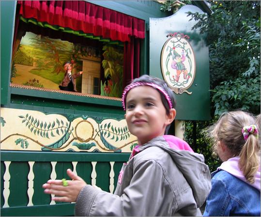 Modern fans at Theatre Guignol Anatole in Parc des Buttes-Chaumont.