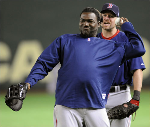 Sox DH David Ortiz (left) throws the ball as he listens to backup first baseman Sean Casey (right) during the first official training at the Tokyo Dome on March 21.