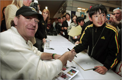 Red Sox pitcher Curt Schilling (left) poses with a Japanese fan during a visit to US Army Camp Zama, west of Tokyo, on Friday.