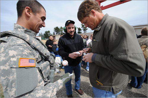 Red Sox pitcher Mike Timlin (right) signs autographs during a visit to US Army Camp Zama, west of Tokyo on Friday.
