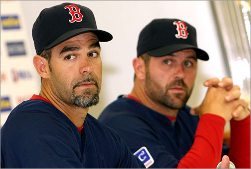 Mike Lowell (left) and Jason Varitek (right) of Red Sox attend a press conference at the Tokyo Dome on Friday.