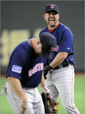 Red Sox first baseman Sean Casey (right) shares a joke with Kevin Youkilis (left) during the official training at the Tokyo Dome.