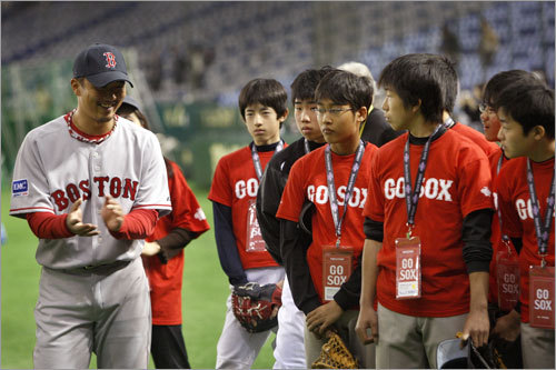Hideki Okajima talked with young players at the Red Sox clinic.