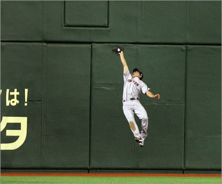 As you can see from this photo, Ellsbury, did make the catch on Brown's fly ball.