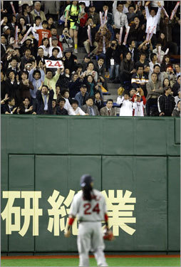 When Manny returned to the outfield after hitting his home run, the fans in his corner of the Tokyo Dome gave him a warm reception.