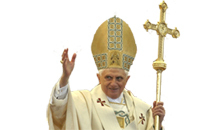 Pope Benedict XVI blesses the people as he delivers his Easter 'Urbi et Orbi' (To the City and to the World) benediction in St. Peter's Square at the Vatican March 23, 2008. REUTERS/Alessandro Bianchi (VATICAN)