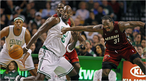 Miami's Ricky Davis (right) grabbed the jersey of Celtics forward Kevin Garnett as the two went after a loose ball.