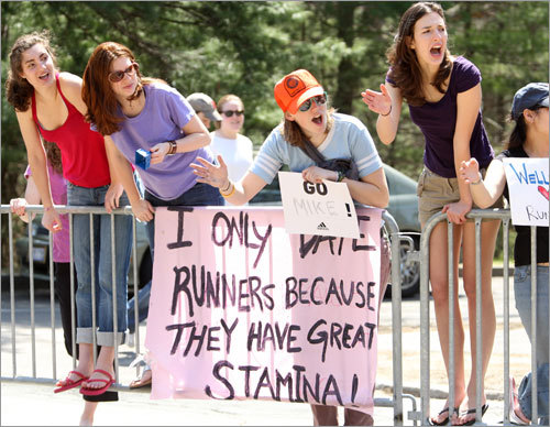 Wellesley College students Emma Arlauskas (left) of Highland Park, NJ, Jeanine Navarrete, 20, of Miami, Fla., Cammie Lewis (center, right) of Manhattan, Kan., and Rachel Lewis (right) of Beverly, cheered runners during the race.