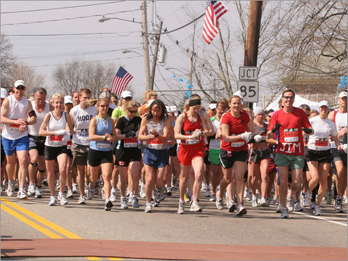 Route 85 is populated with runners at the Wave 2 start.