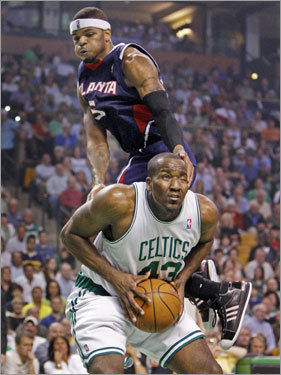Atlanta's Josh Smith grabs the face of Kendrick Perkins (43) as the Celtics' center draws a foul in the second quarter.