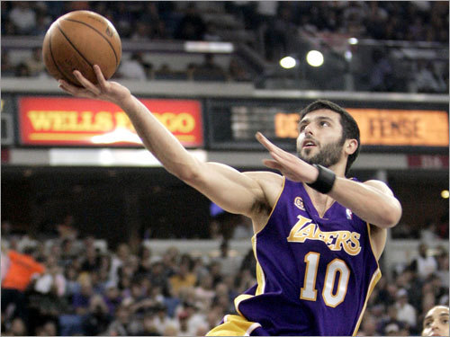 Power forwards: Vladimir Radmanovic Radmonovic is the role player in the Lakers starting lineup. He won't be expected to carry much of the scoring load, though he does possess an outside shot (38 percent from three on the season). Look for the Celtics to help off Radmanovic so long as he isn't knocking down shots. If he is, the Celtics could be in trouble.