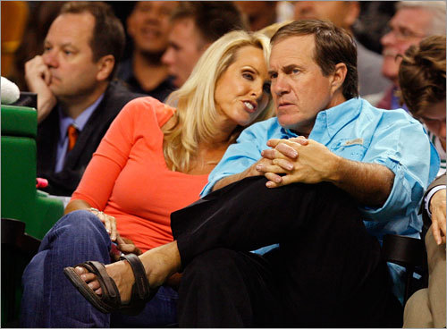 The sandals-clad Belichick and Holliday appeared relaxed as they watched Game 5.