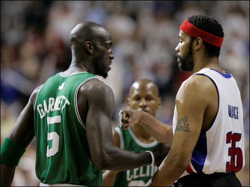 Kevin Garnett (left) and Rasheed Wallace (right) greeted each other on the court before the game.
