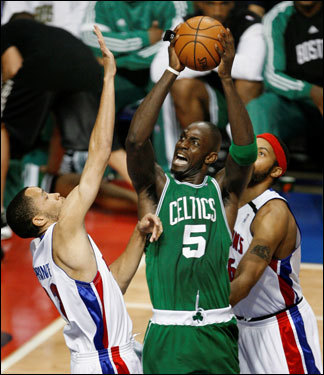 Kevin Garnett (5) took a shot over Pistons defenders Tayshaun Prince (left) and Rasheed Wallace (right) in the first half.