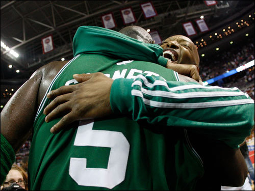 Kevin Garnett (5) hugged teammate Sam Cassell (right).