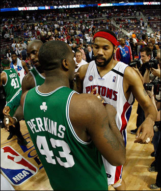 Rasheed Wallace (right) congratulated Kendrick Perkins (left) after the game.