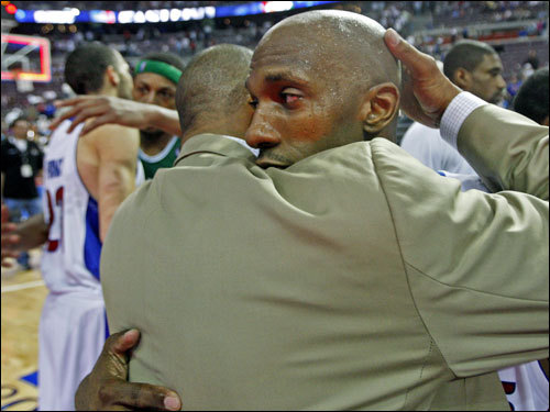 Doc Rivers (left) and Chancey Billups (right) embraced after the game.