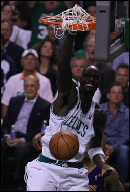 Kevin Garnett came free for a dunk during the first quarter.