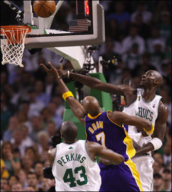 Kendrick Perkins (43) looked on as Lakers forward Lamar Odom (center) took a shot over Kevin Garnett (right).