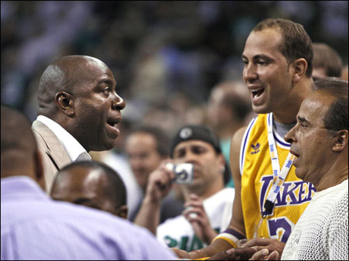 Lakers legend Magic Johnson spoke with a fan prior to tip off.
