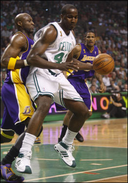 Kendrick Perkins (right) backed down Lamar Odom (left) during first half action.