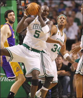 Kevin Garnett (5) came down with the rebound during the game.