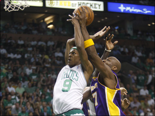 Rajon Rondo (9) jumped for a layup in the second half.