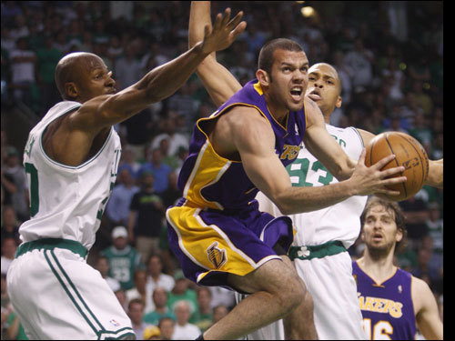 Jordan Farmar looked to score between two Celtics defenders.