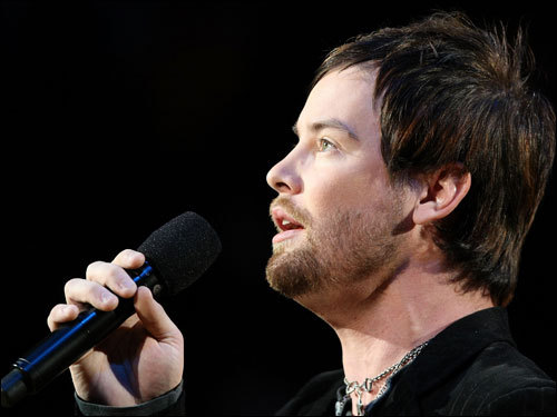 American Idol winner David Cook performed the national anthem before Game 3.