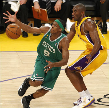 Rajon Rondo (left) lost the ball while being defended by Kobe Bryant (right).