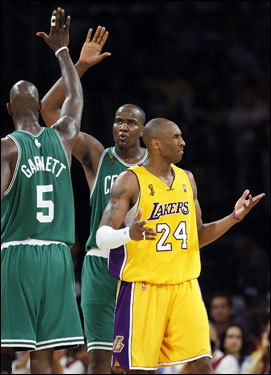 Kendrick Perkins (43) celebrated with Kevin Garnett (left) as Kobe Bryant (right) looked on.
