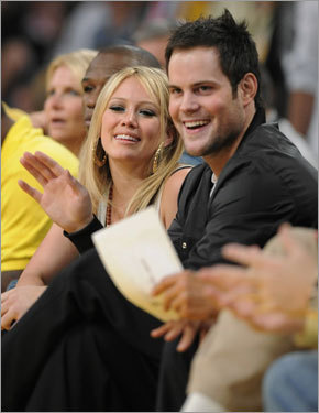 Singer Hilary Duff and boyfriend Mike Comrie (center for the New York Islanders) enjoyed the view from their courtside seats.