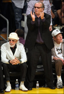 Jack Nicholson (standing) applauded the Lakers during the game.
