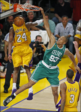 With 16 seconds to go in the third quarter, Lakers guard Jordan Farmar missed a three, and on Ray Allen's rebound, the Celtics headed back up the court, trying to cap the quarter. With just one second left, Pierce found P.J. Brown in the lane for a powerful dunk over Bryant. The Celtics ended the quarter trailing by only two points, and fired up for the fourth quarter.