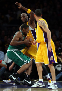 Scoring was absent for the first 108 seconds of the fourth quarter, until Leon Powe (pictured) went up with a seven-footer to tie the game at 73. Kobe Bryant put the Lakers back up by two points just 40 seconds later, but Paul Pierce quickly answered with a two-pointer of his own at the other end.