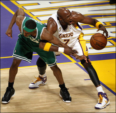 Rajon Rondo (left) and Lamar Odom (right) were locked up with each other early in the game.