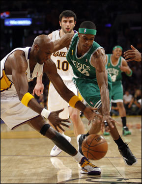 Lamar Odom (left) fought for a loose ball with Rajon Rondo (right) during first half action.