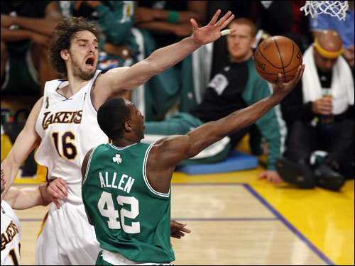 Pau Gasol (left) tried to block the shot of Tony Allen (right) as he drove to the basket.