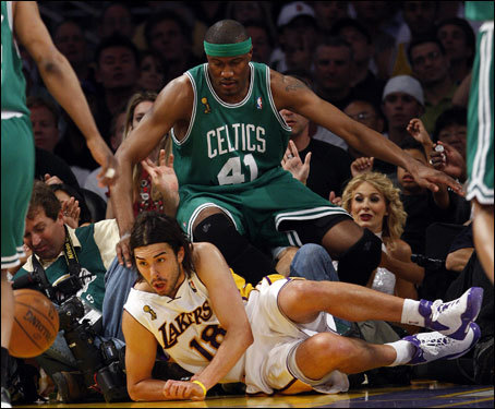 Celtics forward James Posey (41) defended Sasha Vujacic (18) during Game 5.