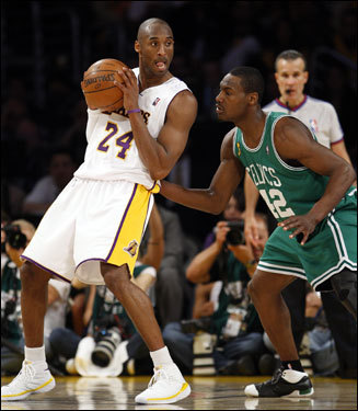 Kobe Bryant (24) backed down Tony Allen (right).