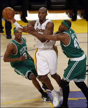 Kobe Bryant (center) passed out of the trap of Rajon Rondo (left) and James Posey (right).