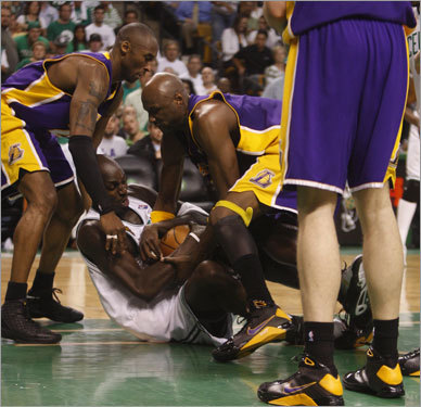 Kobe Bryant (left), Kevin Garnett (center) and Lamar Odom (right) fought for a ball during the first half.