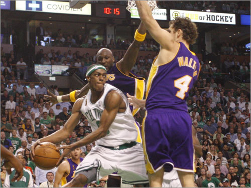 Celtics point guard Rajon Rondo (9) looked to pass during the first half.