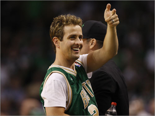Joey McIntyre of the New Kids on the Block gave a thumbs up during the third quarter.