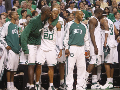 Kevin Garnett (left), Ray Allen (center) and the Celtics bench watched the final seconds tick off the clock during Game 6 of the NBA Finals.