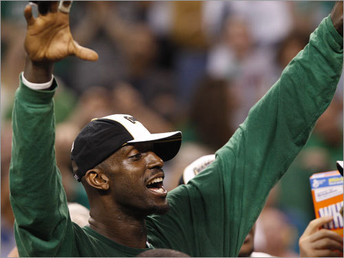 Kevin Garnett celebrated with teammates after the Celtics clinched the NBA championship.