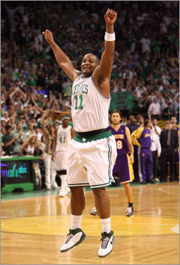 Big Baby Davis celebrated the Celtics' 131-92 victory over the Los Angeles Lakers to win the 2008 NBA championship.