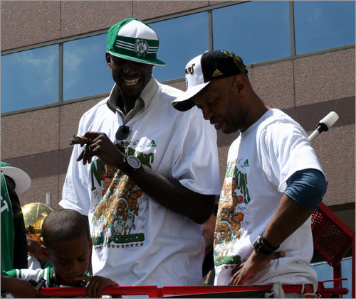 Kevin Garnett and Sam Cassell joke around before the rally gets rolling.