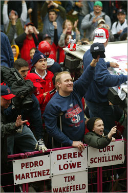 Returning the love When all was said and done, Schilling's 2004 campaign was remarkable. He had gone 21-6 with a 3.26 ERA in his first season since 1990 in the American League. The Sox went 25-7 in his games. And, of course, he brought Boston its first World Series in 86 years.