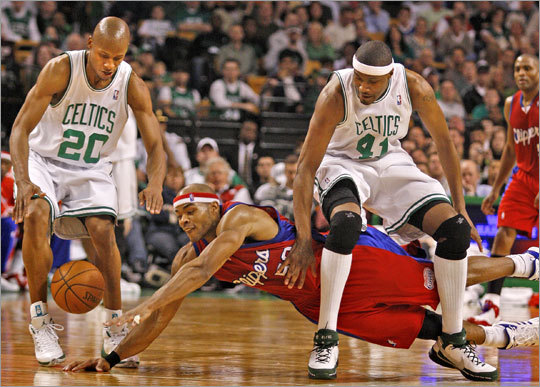 Two players the Celtics have their eyes on this offseason -- James Posey (41) and Corey Maggette -- vie for a loose ball during the 2007-08 season.
